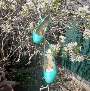 B BRIAN ATWOOD Turquoise patent leather pumps 7.5